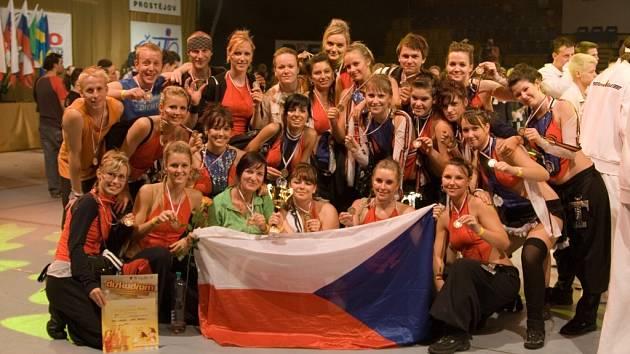 TAKT BODOVAL. Úspěšná liberecká skupina byla bronzová na mistrovství světa.