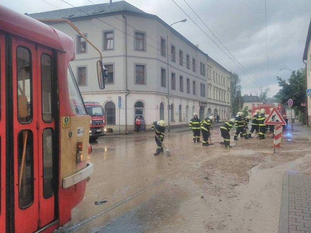 Přívalový déšť zasáhl ve středu večer Liberec.