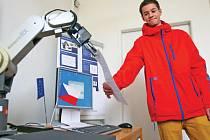 Originálně zakončili povinnou školní docházku deváťáci ze Základní školy Aloisina Výšina. Vysvědčení převzali z rukou opravdového robota v jedné z učeben Technické univerzity v Liberci.