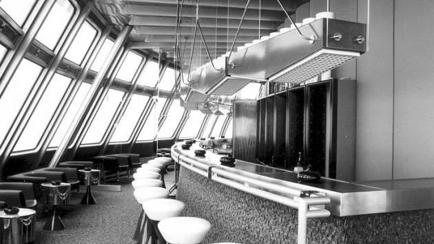 Tahle vypadal bar v hotelu Ještěd v 70. letech minulého století. V ideálním případě bude stejně vypadat znovu už letos.