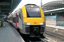 MÍSTO VLAKŮ ČESKÝCH DRAH vyjedou na trať vozy značky Siemens Desiro s logem Vogtlandbahn. Jsou nízkopodlažní a modernější než jejich stávající protějšky.