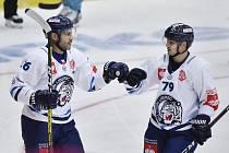 Liberec bude muset doma Augsburg porazit. Vlevo kapitán Petr Jelínek a Libor Hudáček.