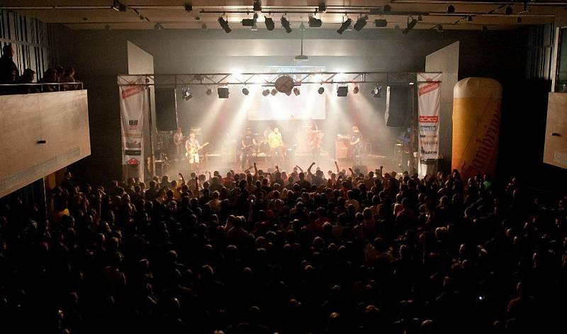 TŘI SESTRY zahráli společně s Rybičkami 48 v jabloneckém Eurocentru v rámci 348 tour.