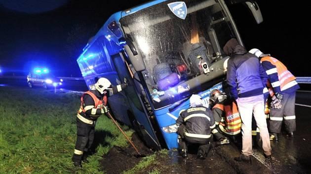 Zapadl autobus s dětmi.