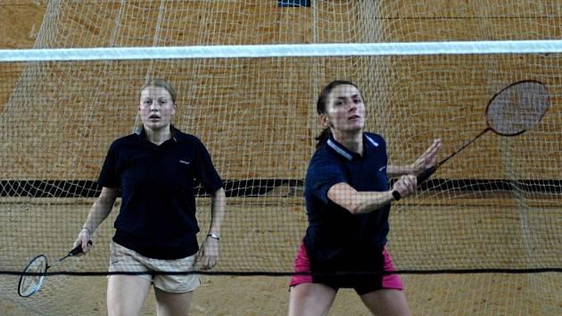 OPORY. Hana Procházková (vpravo) a Eva Davidová přispěly nejvýrazněji k bodovému zisku badmintonového družstva Slavia TU Liberec v třetím dvoukole 1. ligy.