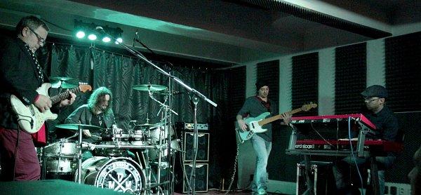 MICHAL PAVLÍČEK a Trio vystoupili vlistopadu vlibereckém Bedna klubu.