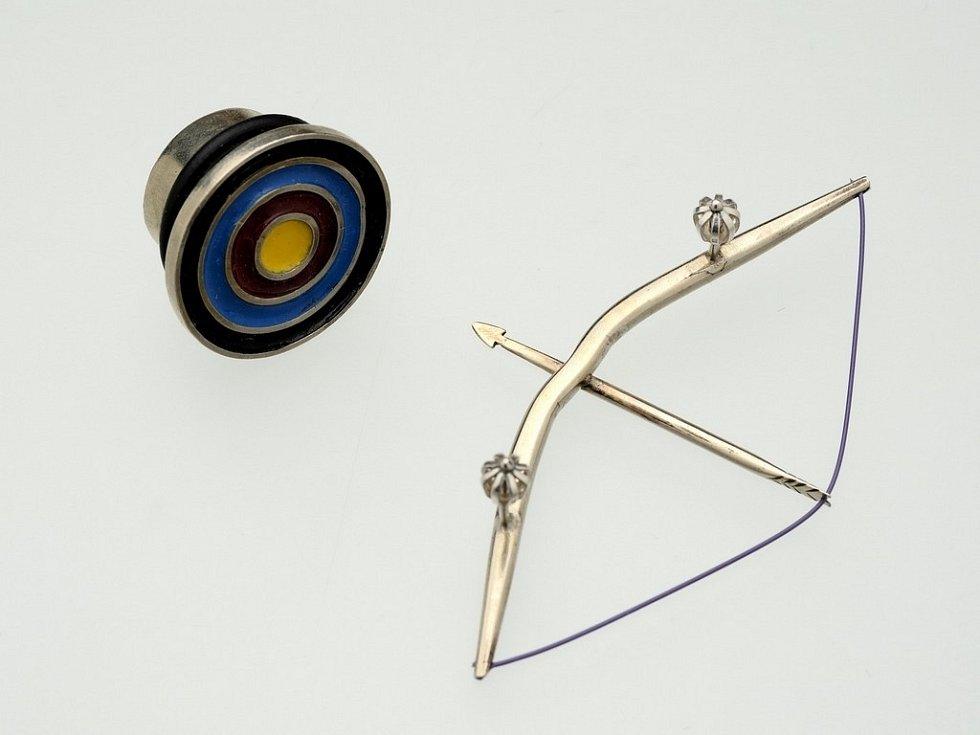 PROPÍCHNOUT ČI NEPROPÍCHNOUT. Výstava Piercing mezi rituálem a pózou je dokladem, že galerijní umění může být i nekonvenční a může zaujmout i mladé lidi.