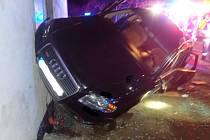 Auto narazilo do domu, 12.12.2020