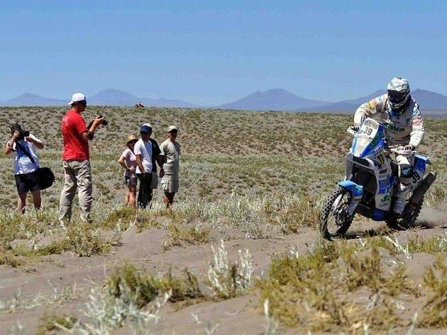 ARGENTINSKÉ ÚSEKY DAKARU. Na nich sviští s číslem 39 na KTM 450 liberecký jezdec David Pabiška.