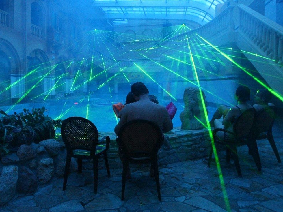 ZÁBAVA V NOVÉM. Vnitřek aquaparku je nyní ve stylu příběhů Julese Verna. Od příštího týdne nabídne i laserovou show.