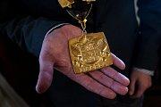 Zákonodárci jednají o přímé volbě hlav samospráv. Na snímku je medaile primátora Liberce.