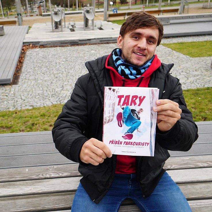 Taras Povoroznyk nebo-li Tary pochází z Ukrajiny a v současné době se naplno věnuje svému podnikání. Natáčí aktivně videa na portál YouTube a nedávno mu vyšla i kniha.