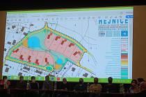 V Hejnicích projednávali zastupitelé záměr stavby rodinných domů, aktivisté chtějí v lokalitě místo zástavby vytvořit mokřad.