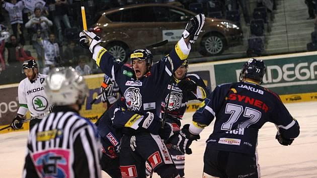 GÓL. Po brankách Petra Nedvěda a Tomáše Filippiho vyhrál Liberec 2:0 v existenčním barážovém duelu nad Mladou Boleslaví.