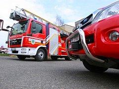 POMÁHAT BUDE I ZA HRANICEMI. S novým požárním žebříkem budou hasiči z Hrádku jezdit i do celého Trojzemí.