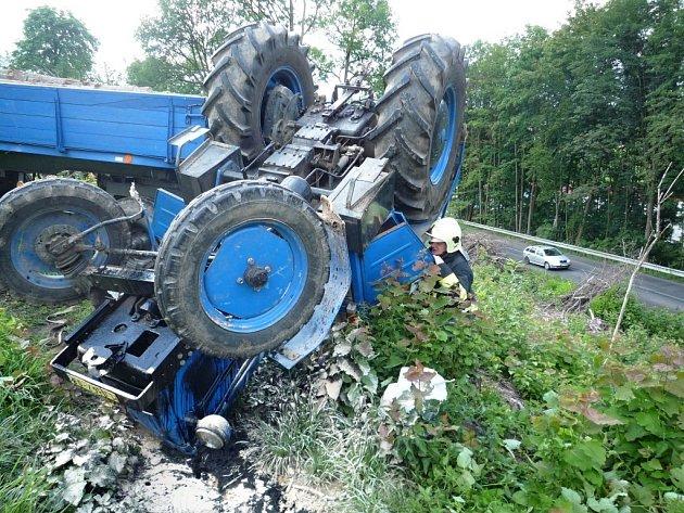 Převrácený traktor