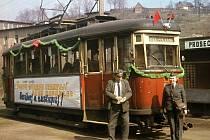 Slavnostní otevření tramvajové trati z Liberce do Jablonce proběhlo na Fügnerově ulici v Liberci dne 26. prosince 1954, běžný provoz byl zahájen 1. ledna 1955. Na trať byly nasazovány nové motorové vozy 6MT z roku 1953.