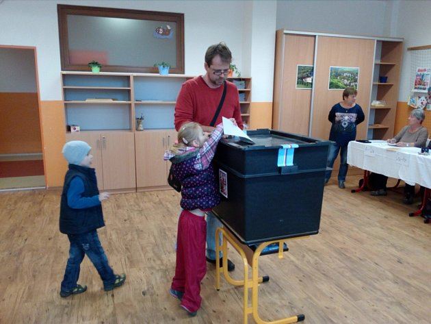 Volební místnost vZŠ Broumovská.