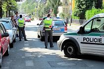 Husovu třídu policisté uzavřeli kvůli hlášení o bombě pod jedním z aut.