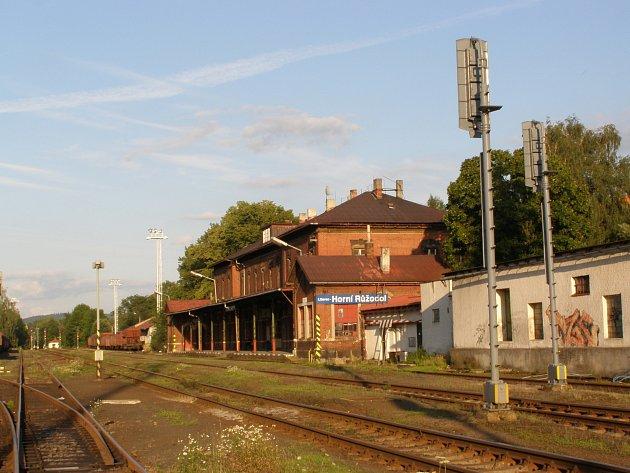 Nádraží v Liberci-Horním Růžodole pochází z roku 1900 a je v havarijním stavu.