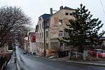 Chátrající dům v problémové lokalitě tzv. bezdoplatkové zóny ve Vojanově ulici v Liberci.