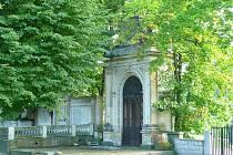 HROBKY BUDOU SOUČÁSTÍ PARKU. Historické hrobky a náhrobní kameny se stanou součástí zvelebeného parku.