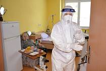 V Domově důchodců Velké Hamry na Jablonecku testují na covid-19 už čtyři týdny.