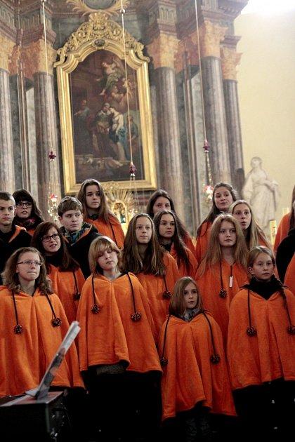 TŘI SBORY zpívaly pro dobrou věc vhejnické Bazilice.