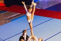 ZLATÉ MEDAILE. Cheerleaders A-stylu i za tyto úctyhodné zvedačky získaly zlato.