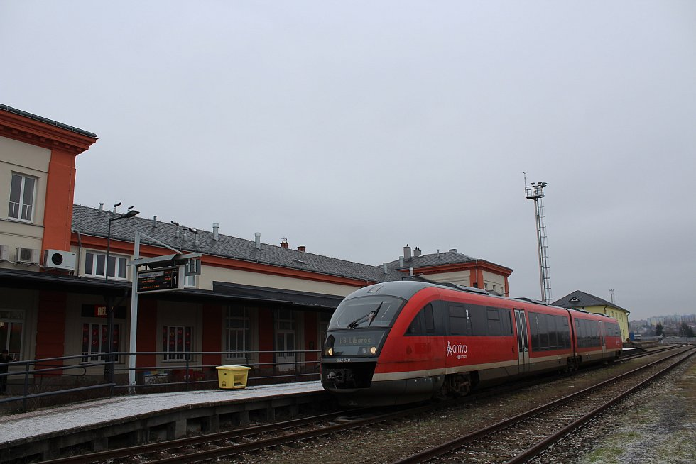 Vlak společnosti Arriva v Turnově.