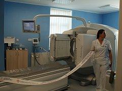 LIBERECKÁ NEMOCNICE odhalila zrekonstruované prostory oddělení nukleární medicíny a nový přístroj.
