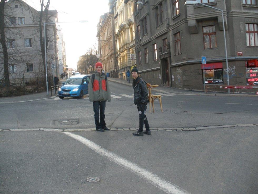 Taxi, račte nasednout. Donesu. Nečekané setkání na tržním náměstí.