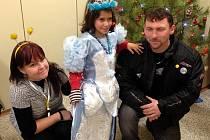 Parta motorkářů z Liberecka uspořádala Vánoce opuštěným dětem v Dubé Deštné.