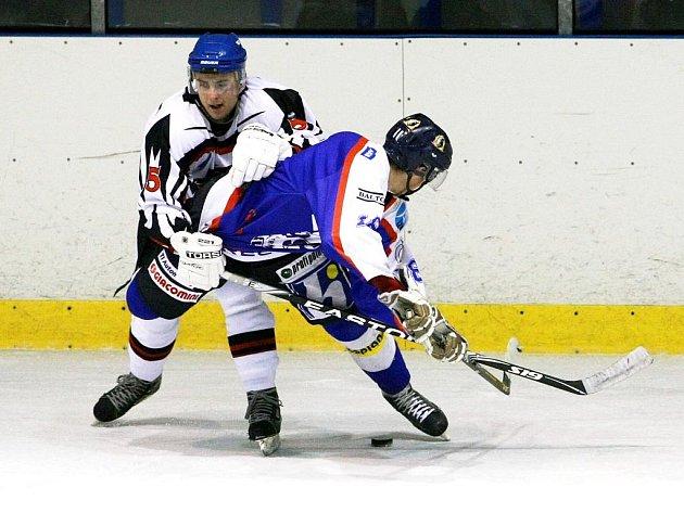 HATTRICK NESTAČIL. Liberecký mladík Šostý  (vepředu) sice vstřelil Lípě tři góly, ale ty v součtu na body nestačily.