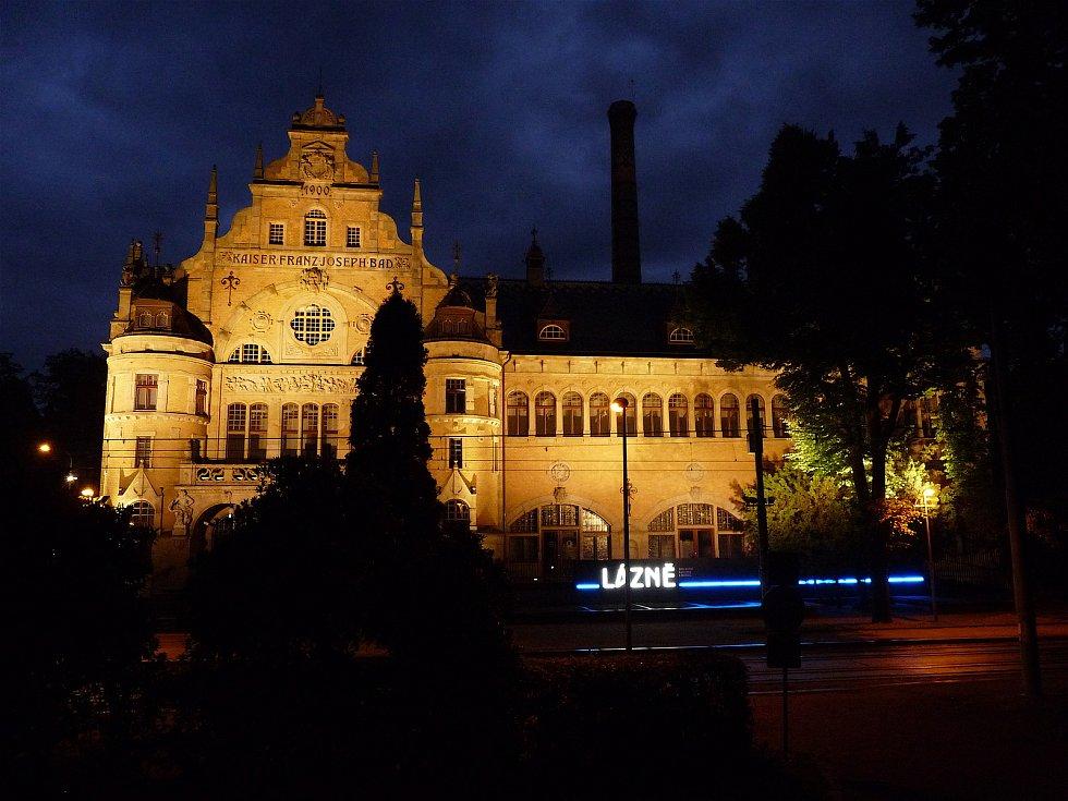 Budova lázní, kde se nachází liberecká galerie. Fotografie je součástí knihy Liberec.