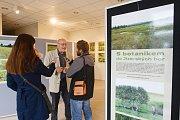 Výstava fotografií s názvem S botanikem do Jizerských hor v botanické zahradě v Liberci.