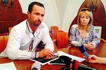 Ředitel liberecké nemocnice Nečesaný svolal tiskovou konferenci kvůli obhajobě svého syna.
