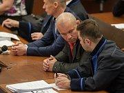 Soud se třemi muži, kteří jsou obžalovaní z vraždy Martina Říhy začal 29. března 2017. Zakladatel První pražské družstevní záložny zmizel před 13 lety a dlouhou dobu patřil k nejhledanějším Čechům v databázi Interpolu.