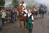 V Hejnicích se v pátek ujal vlády nad městem svatý Hubert, který se svou družinou projel městem.