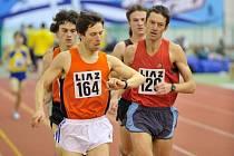 Závod na 3000 metrů mužů vyhrál Dušan Podroužek ze Slovanu Liberec (vlevo).