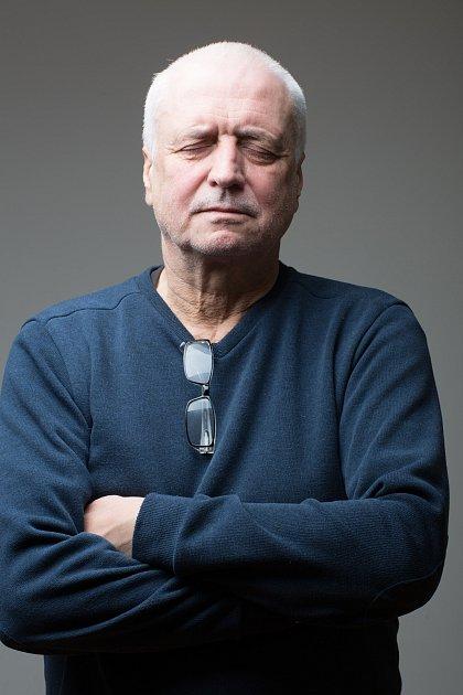 Jan Šebelka, spisovatel a novinář, jeho postřehy v90 letech nejednomu politikovi.