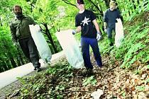 DOBROVOLNÍCI KAŽDÝ ROK nasbírají kontejner, který pojme zhruba dvacet metrů krychlových odpadků.