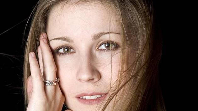 KATEŘINA KNĚŽÍKOVÁ SÓLISTKA NÁRODNÍHO DIVADLA je jednou z pěveckých hvězd opery Faust a Markétka.