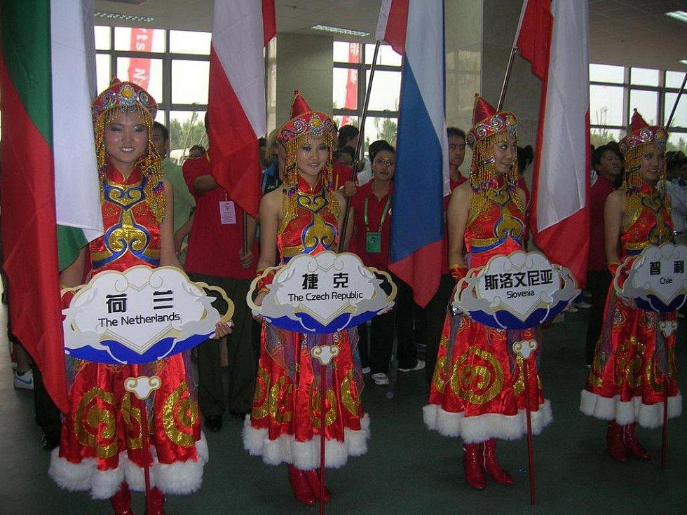 Skupinka studentů libereckého gymnázia v Jeronýmově ulici se vypravila do Číny na mezinárodní turnaj ve volejbale.