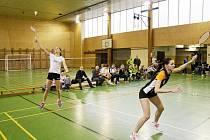 LIBERECKÉ DEBLY. Vlevo dvojice žen BK TUL Lucia Grenčíková Jana Nejedlová, vpravo mužská čtyřhra Rostislav Peníška Martin Panoš.