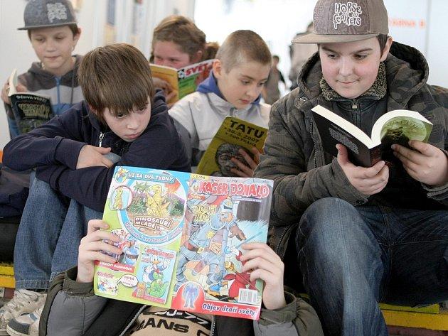 Loňský Veletrh dětské knihy lákal hned při startu děti ze všech koutů kraje.