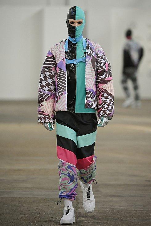 Modely Václava Černého, který představil pánskou oděvní kolekci Club kids, která je inspirována stejnojmennou subkulturou, nevázaným životním stylem a drogovou vlnou 90. let.