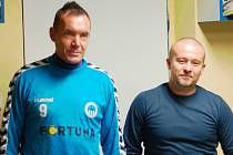 Zleva Miroslav Jeník a Jiří Chytrý. Včera zahájili první trénink zádrhelem, když trenér Chytrý uvízl na půl hodiny ve výtahu v budově Slovanu.