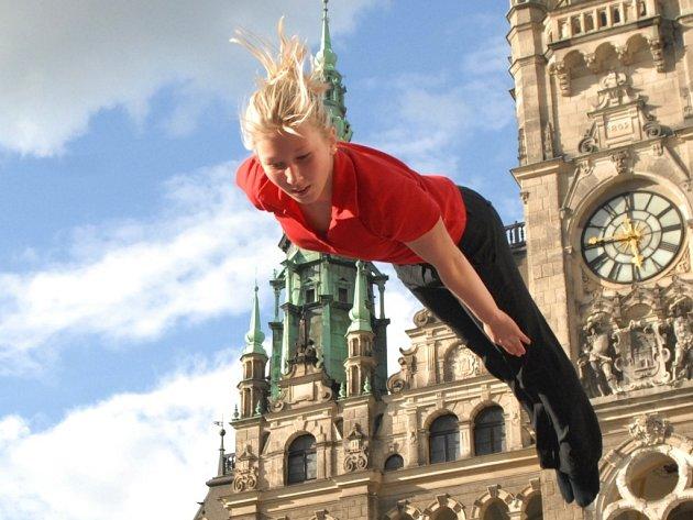 LOŇSKÁ MISTRYNĚ. Vystoupení trampolínistky Zity Frydrychové z TJ Lokomotiva Liberec bude patřit k jednomu z vrcholů domácího mistrovství.