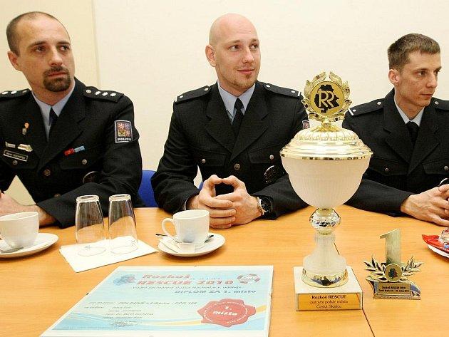 MUŽI UKÁZALI SVÉ DOVEDNOSTI. Na mezinárodním cvičení se liberečtí strážci zákona umístili na prvním místě.